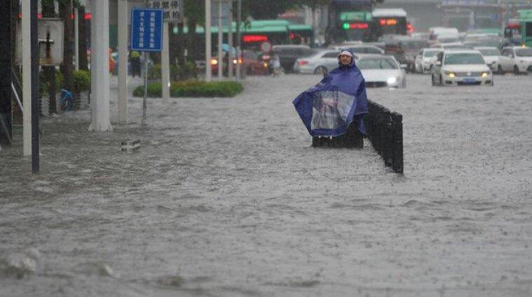 В Китае самое мощное наводнение за 1000 лет (видео)