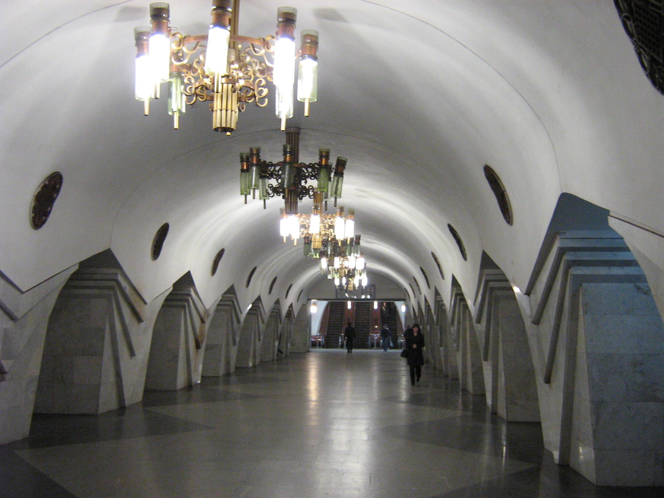 На станции харьковского метро принесли мешки с песком: подземка готовится к непогоде