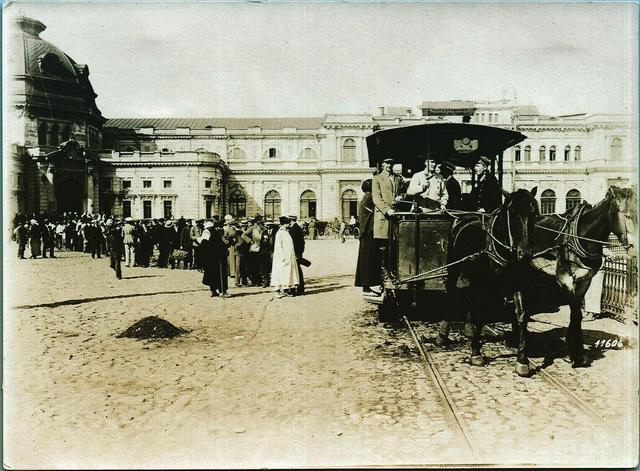 Очередь на конку на харьковском вокзале