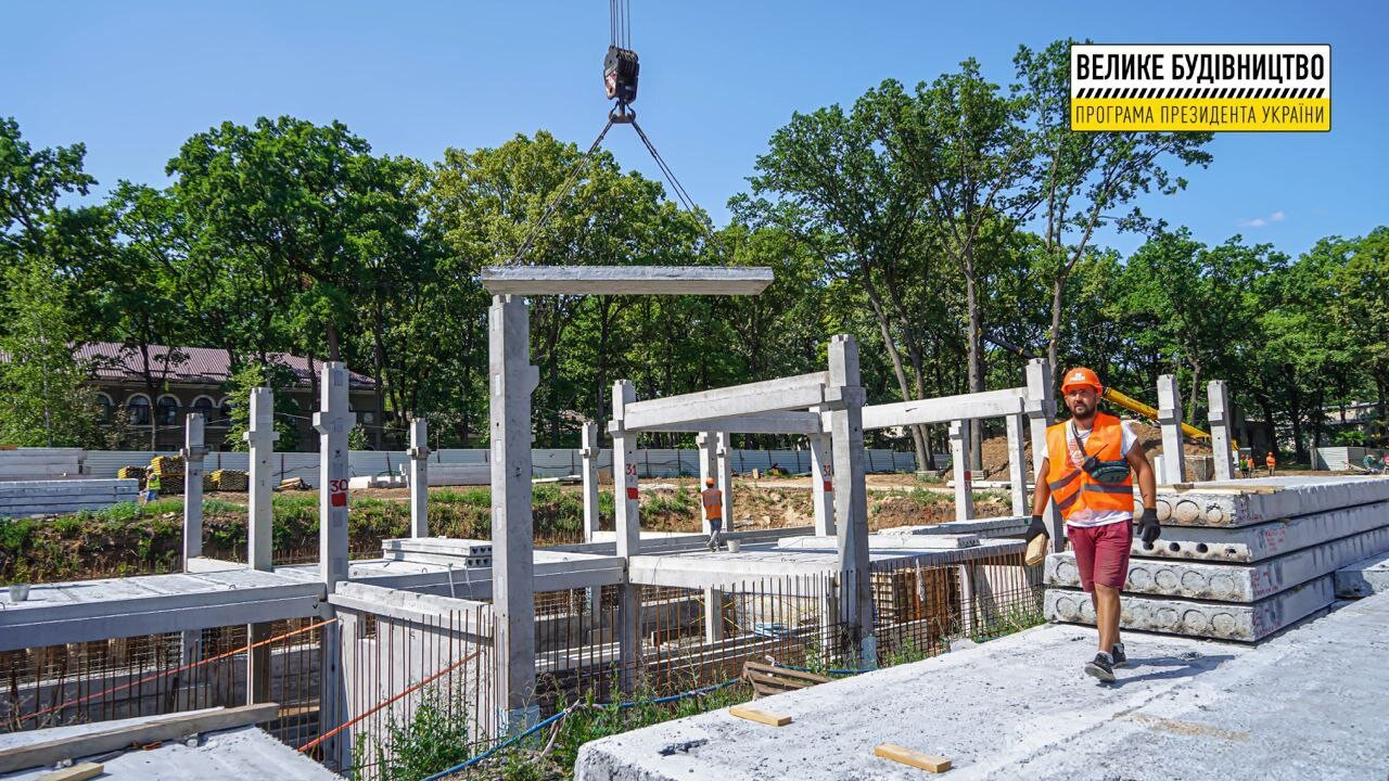 Как строят онкоцентр в Харькове: свежие фото