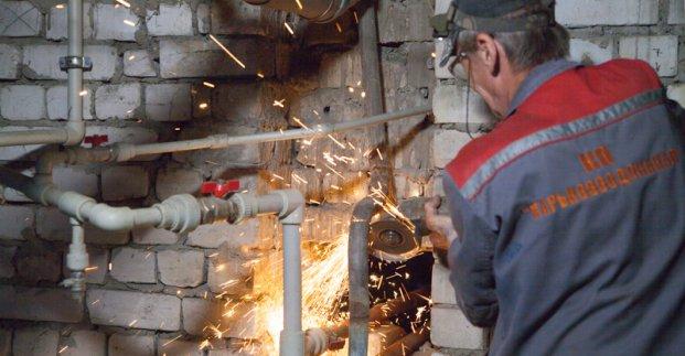 На Полтавском Шляхе заканчивают плановый ремонт систем холодного водоснабжения