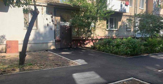 В Шевченковском районе ремонтируют внутриквартальные дороги и тротуары