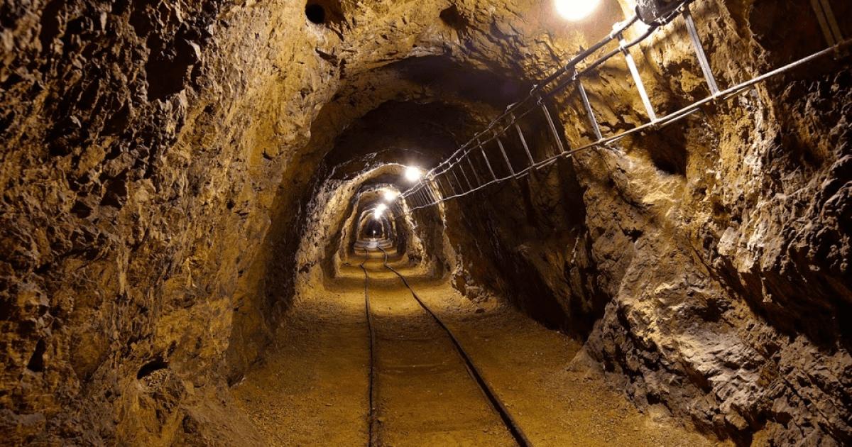 Взрыв на шахте в Донецкой области: 9 горняков пострадали, 1 погиб