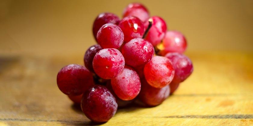 В Японии гроздь винограда ушла на аукционе за 13 тысяч долларов (видео)