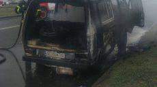 В ГСЧС рассказали, что загорелось в микроавтобусе посреди Харькова (фото)