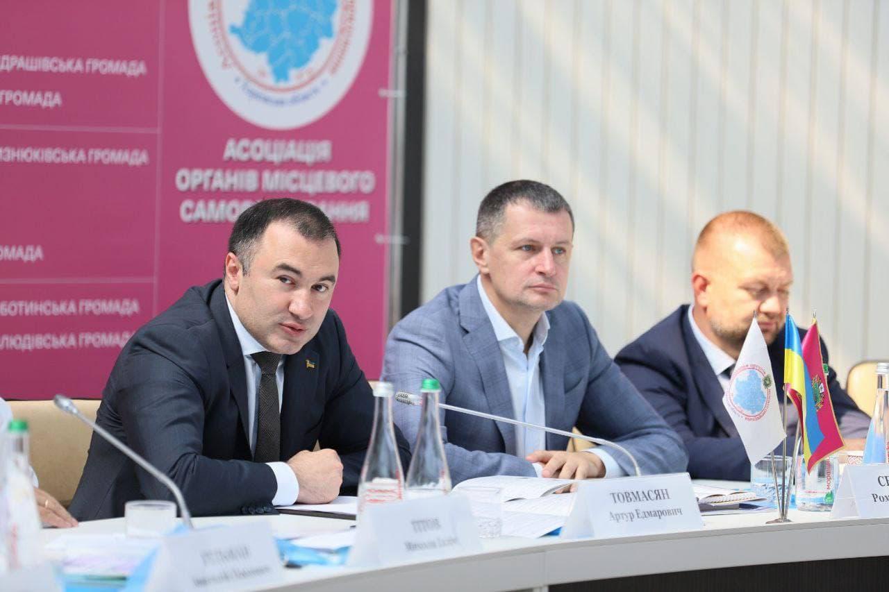 Стабильность и общественный порядок: что обсуждали силовики с руководством громад в Харькове