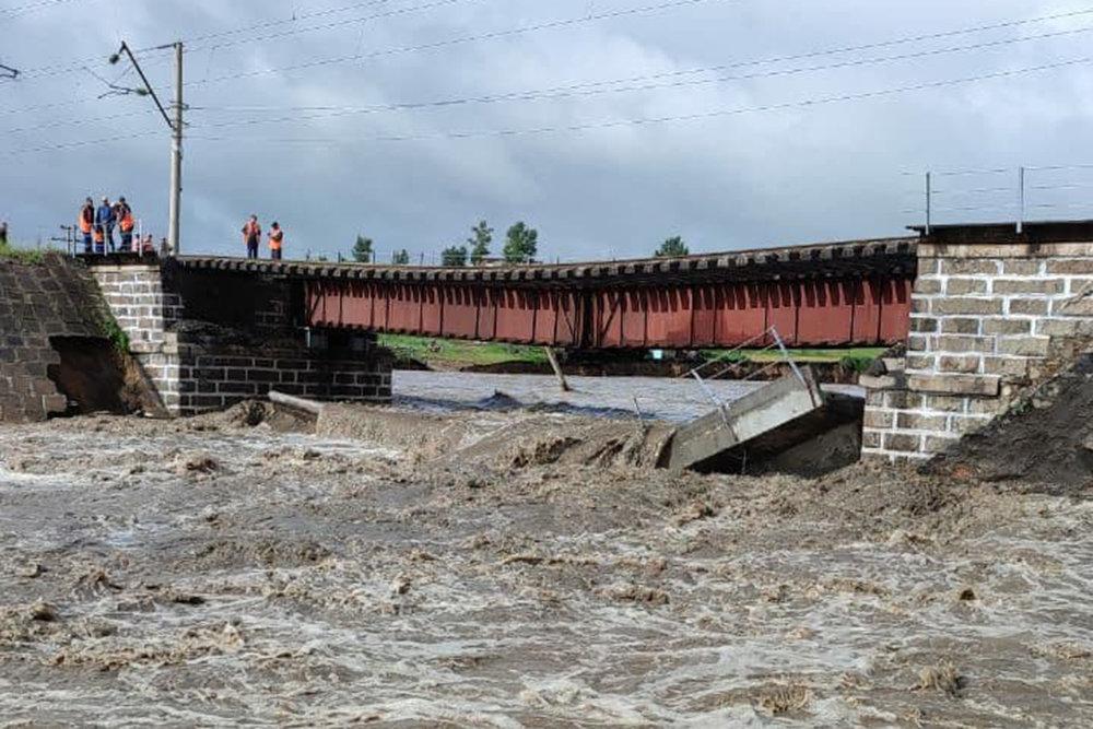 На Транссибирской магистрали в РФ рухнул мост