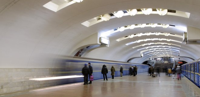 """В харьковском метро подрались пассажиры, одного из них забрала """"скорая"""""""