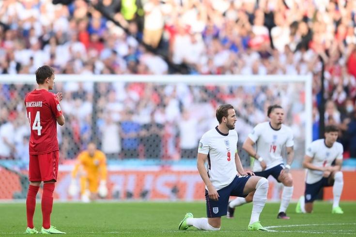 """""""Это не пенальти"""": у футбольного сообщества есть вопросы к арбитру матча Англия-Дания и победе англичан"""