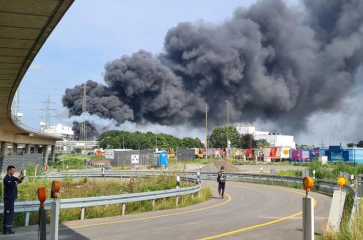 В Германии мощный взрыв на заводе концерна Bayer (фото, видео)