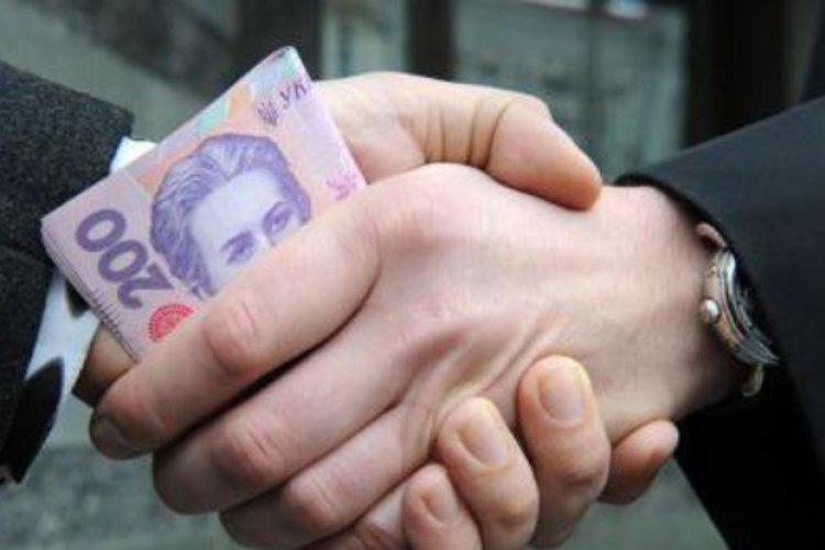 Харьковским патрульным семь раз за ночь предложили взять взятку