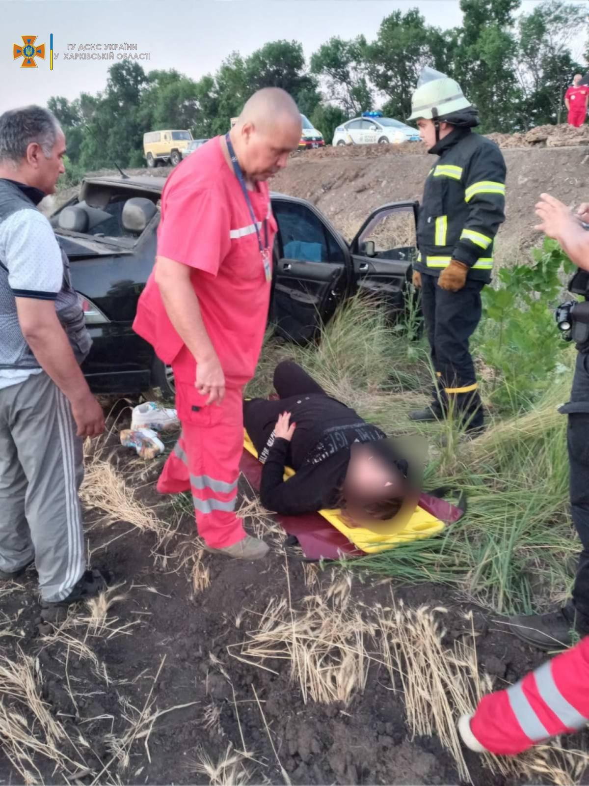 Харьковские спасатели оказали помощь пострадавшей при ДТП в Московском районе