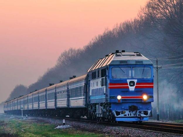 """Поезда """"Укрзалізниці"""" на несколько часов задерживаются из-за погоды и поломок"""