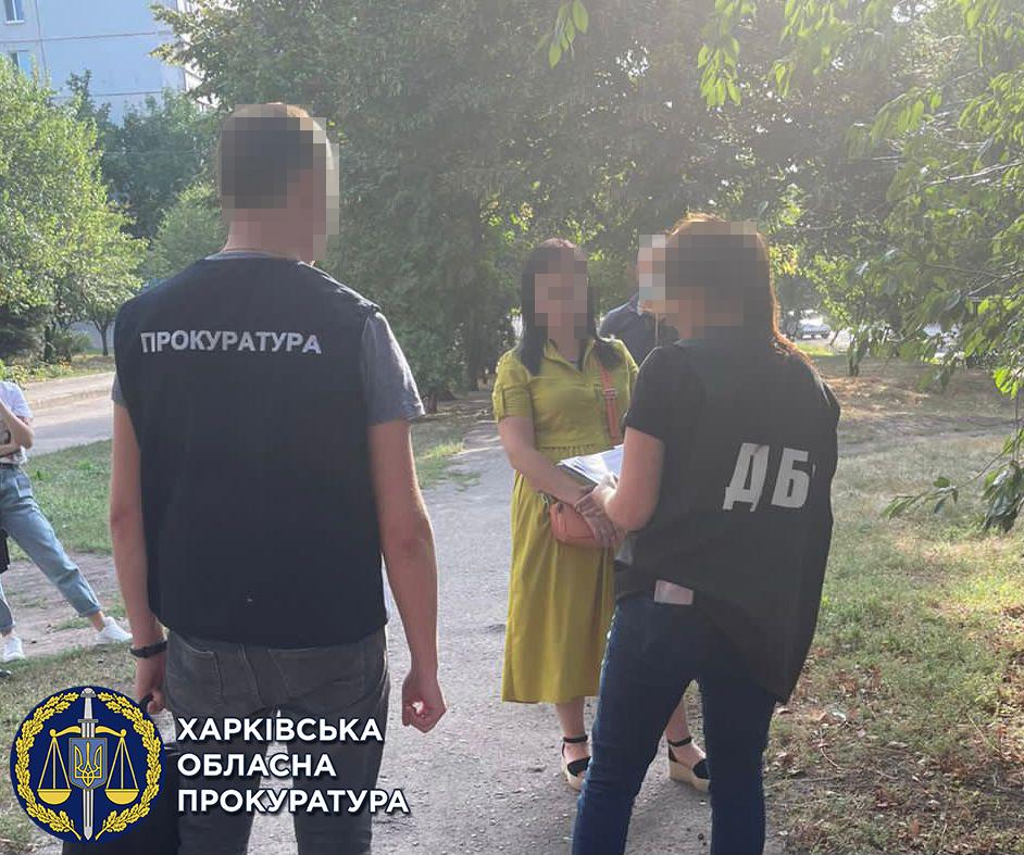 На Харьковщине капитан полиции задержана при получении взятки (фото)