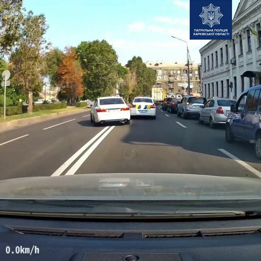 Патрульные объяснили, почему сразу не зафиксировали нарушение ПДД в Харькове (фото, видео)