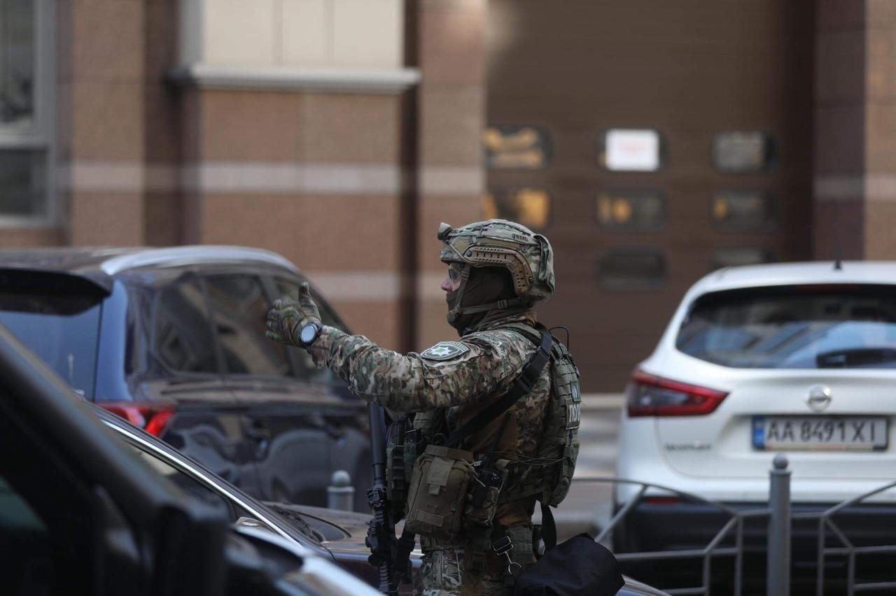 В Киеве неизвестный угрожал подорвать Кабмин: террориста задержали (видео)