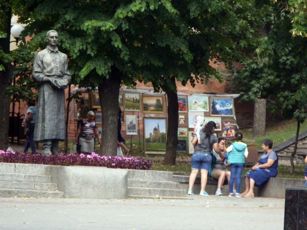 Памятник Сковороде в Соборном сквере в Харькове
