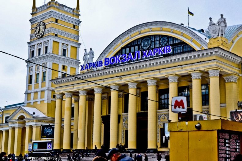 """Южный вокзал в Харькове хотят избавить от """"серпов и молотов"""""""