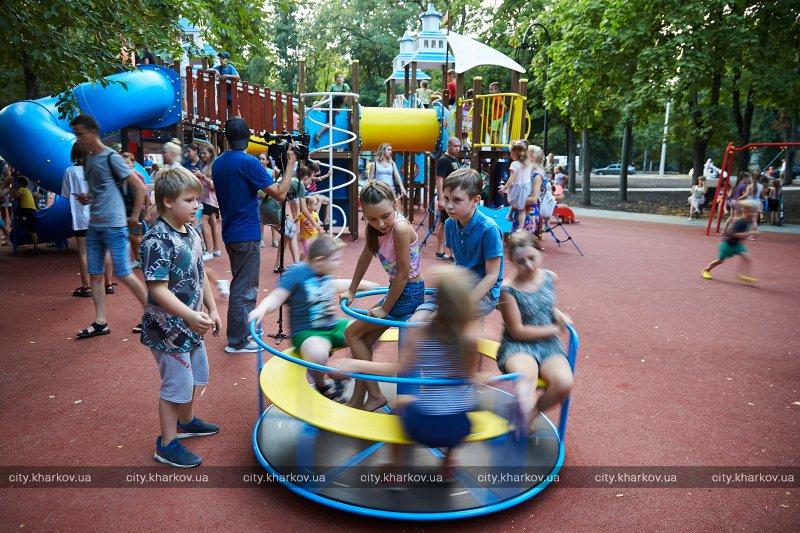 На бульваре Юрьева закончили реконструкцию парка (фоторепортаж)