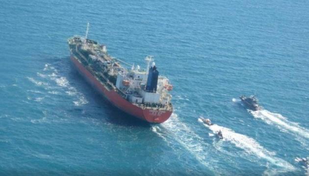У берегов ОАЭ сразу шесть танкеров сообщили о потере контроля