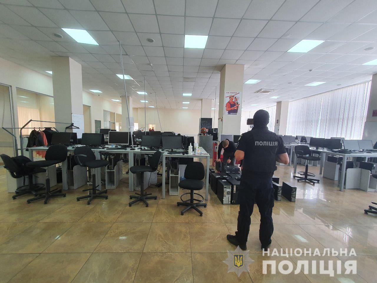 В Харькове накрыли мошеннические call-центры - фото 3