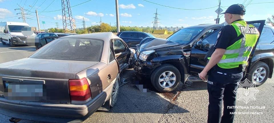 В Харькове при столкновении трех авто пострадали их пассажиры (фото)
