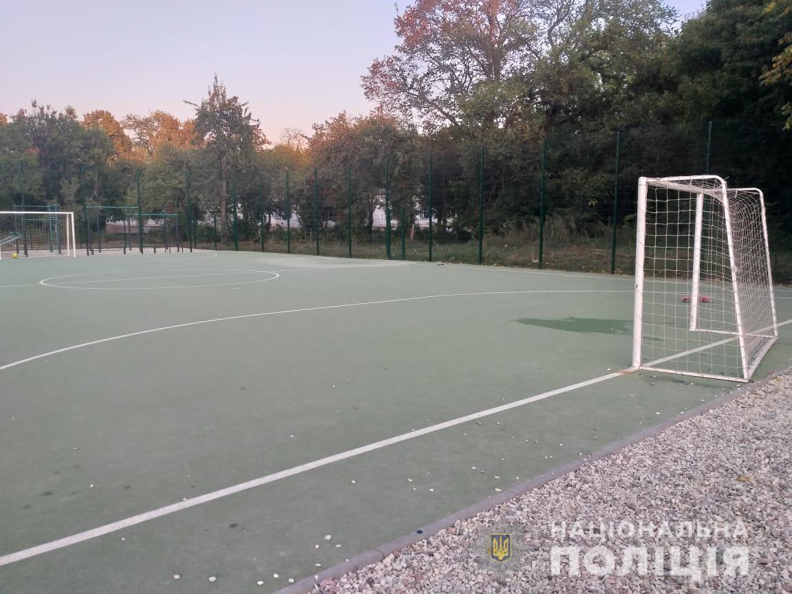 Кто несет ответственность за ЧП на школьной спортивной площадке: комментарии ХОГА