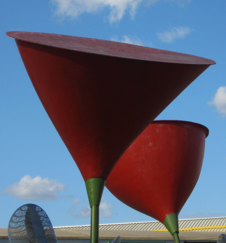 Скульптуры в виде цветов в Харькове