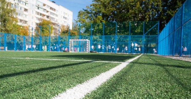 В школе Харькова открыт реконструированный стадион