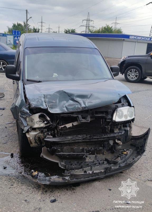 В Харькове в столкновении трех авто пострадала женщина (фото)