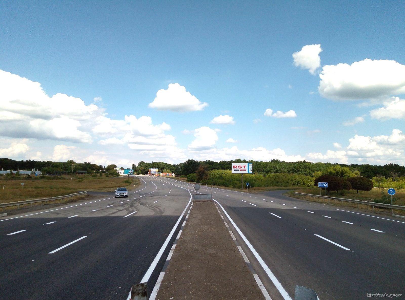 В 2021 на Харьковщине разметили 1262 км проезжей части и обновили 137 пешеходных переходов