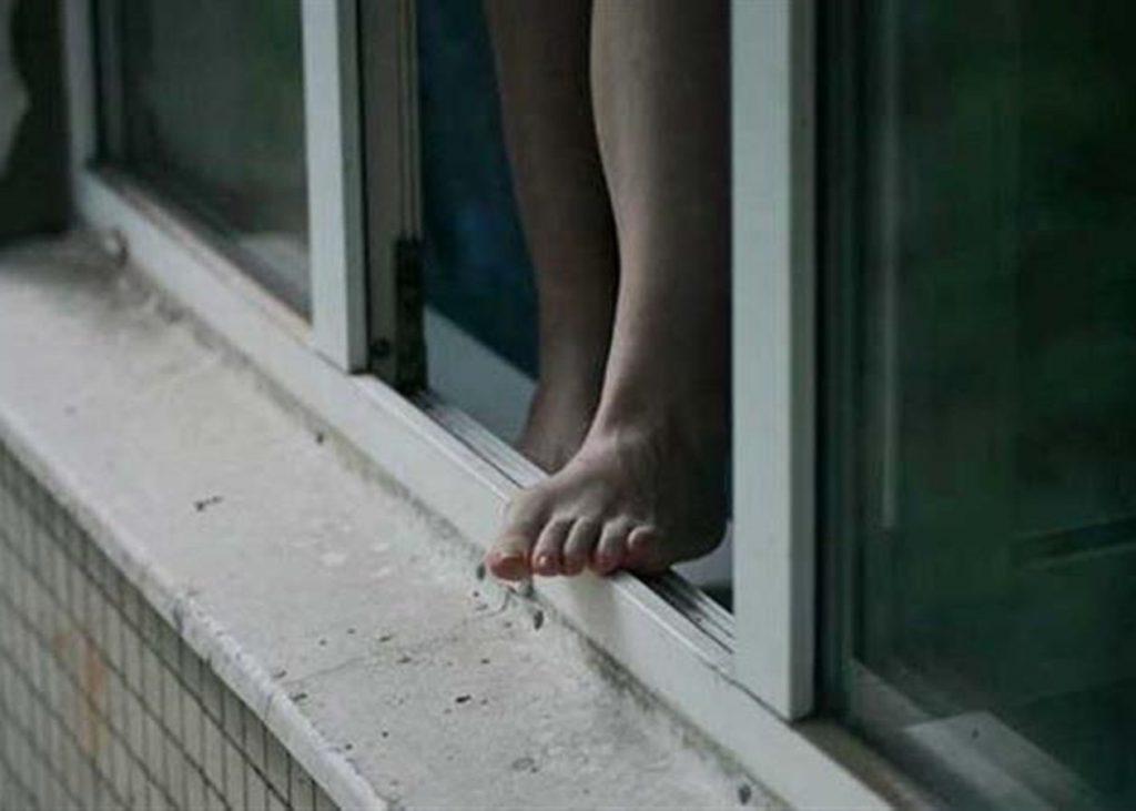 В Харькове 19-летняя девушка после ссоры с матерью хотела прыгнуть с 14 этажа
