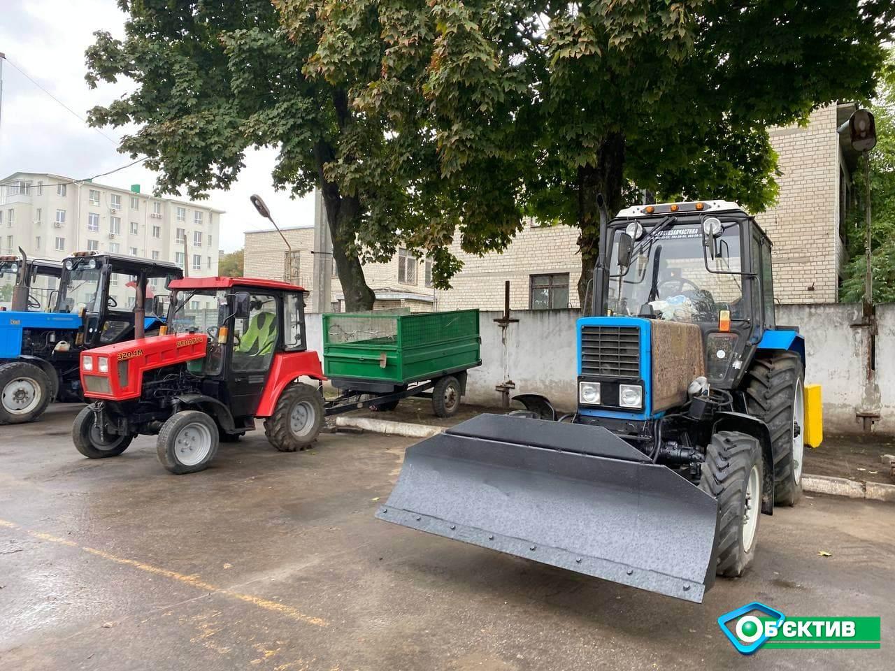 Тракторы, ледорубы и мешки с солью: в Харькове готовятся к зимним снегопадам (фото)