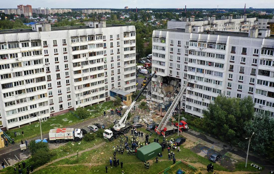 Взрыв газа в многоэтажке в России: погибли два человека, под завалами люди (фоторепортаж)