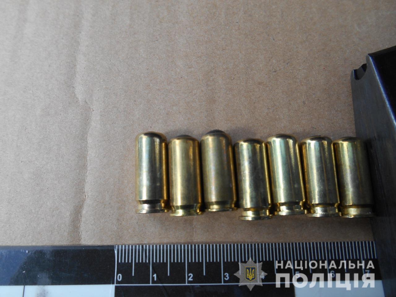 У водителя БМВ изъяли два пистолета