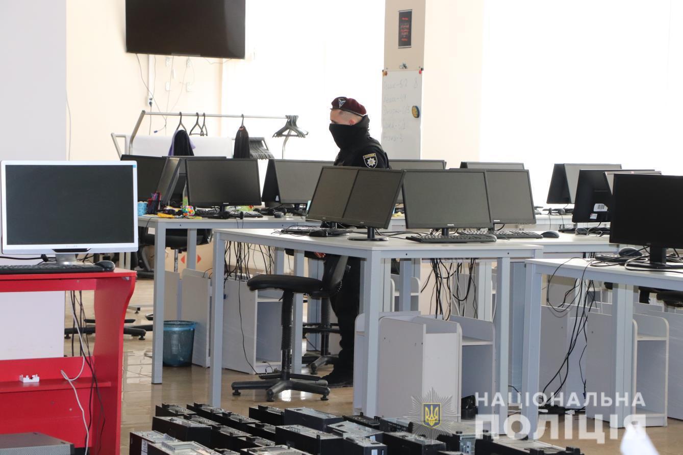 В Харькове накрыли мошеннические call-центры - фото 1