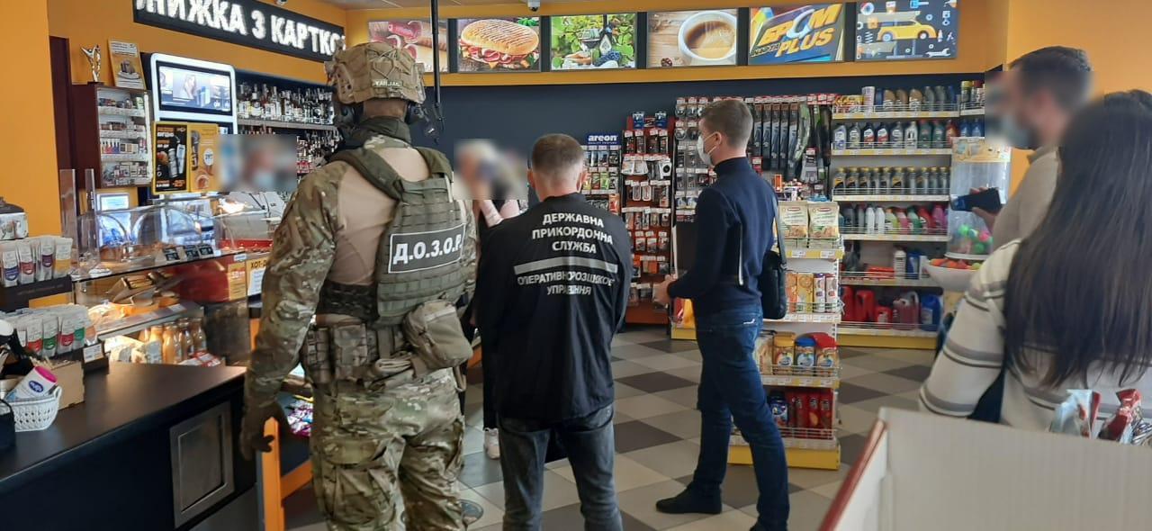В Харькове прошли обыски на АЗС