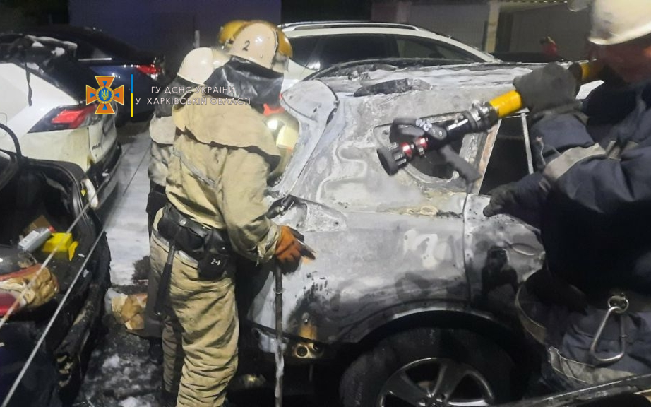 На автостоянке в Харькове, где сгорели шесть авто, был совершен поджог