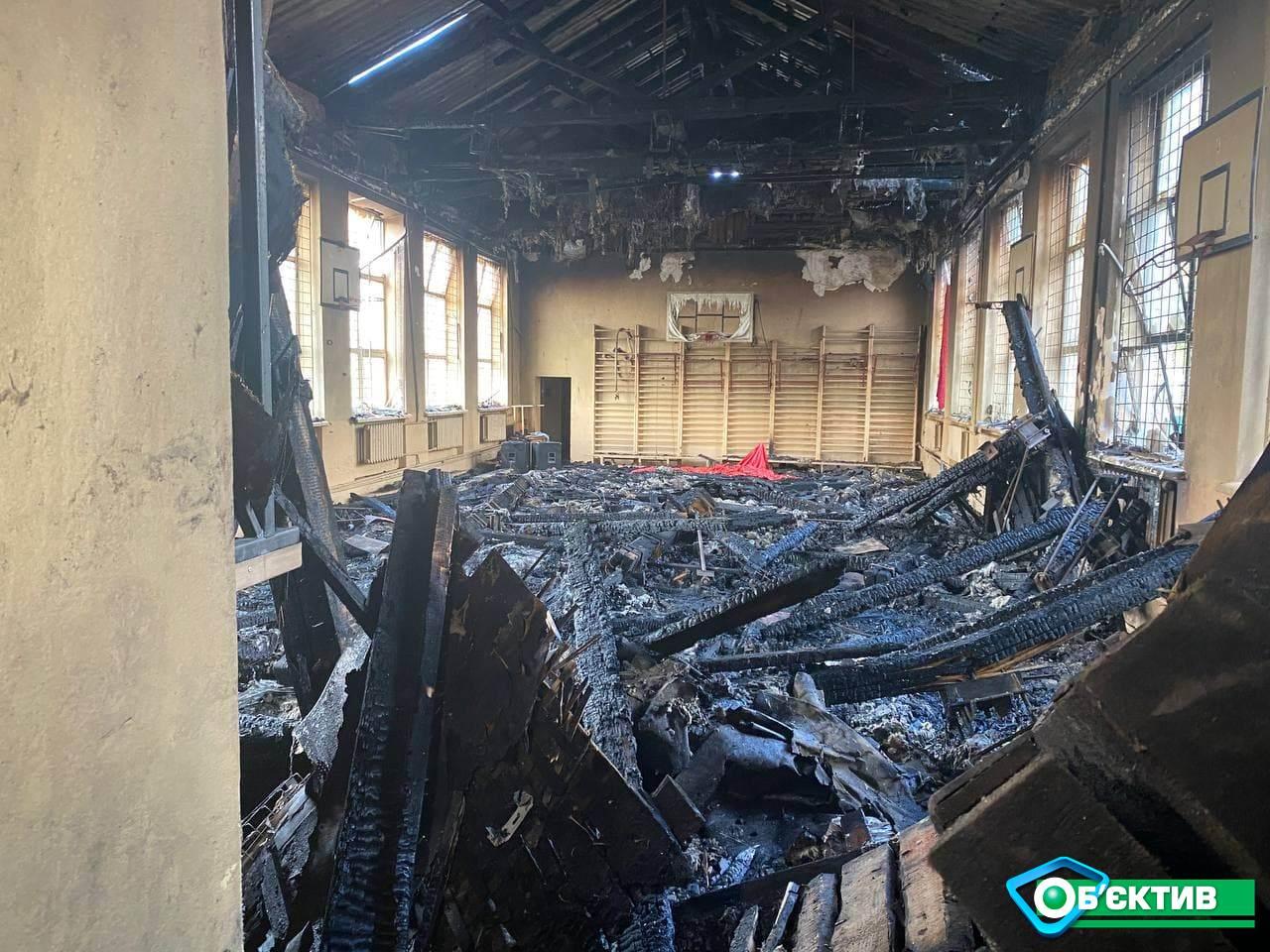 На момент возгорания в школе находился сторож: подробности пожара в Чугуеве (фото)