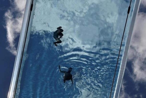 В Лондоне теперь можно поплавать в бассейне, который расположен между крышами домов (фото, видео)