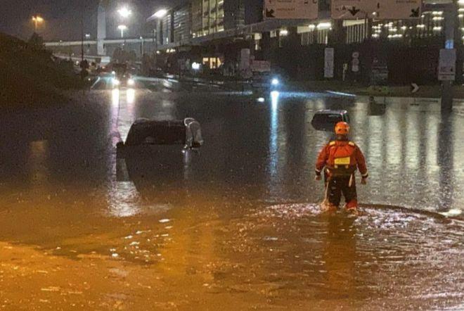 В аэропорту Милана наводнение: виной всему сильный шторм (видео)