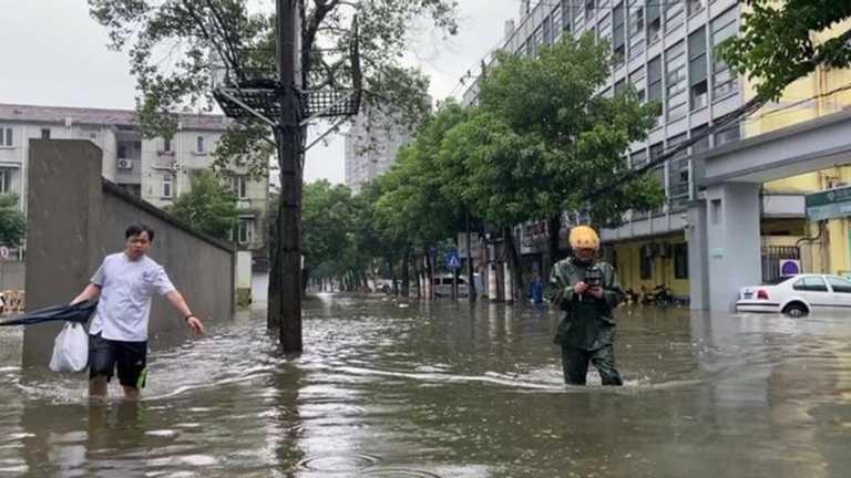 """В Китае бушует тайфун """"Чанту"""" (видео)"""