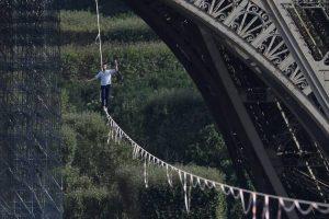 Канатоходец установил новый рекорд в Париже
