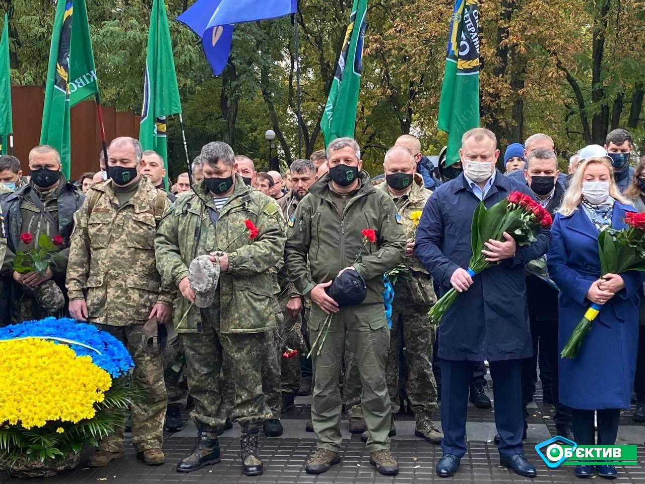 В честь Дня защитников и защитниц Украины в Харькове прошло торжественное возложение цветов к Монументу защитникам Украины