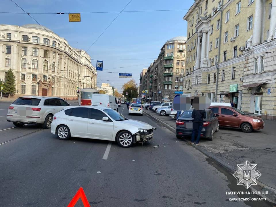 В Харькове столкнулись четыре автомобиля - фото 2