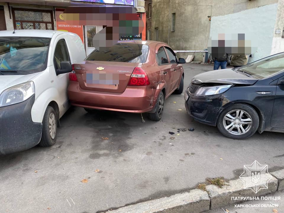 В Харькове столкнулись четыре автомобиля - фото 1