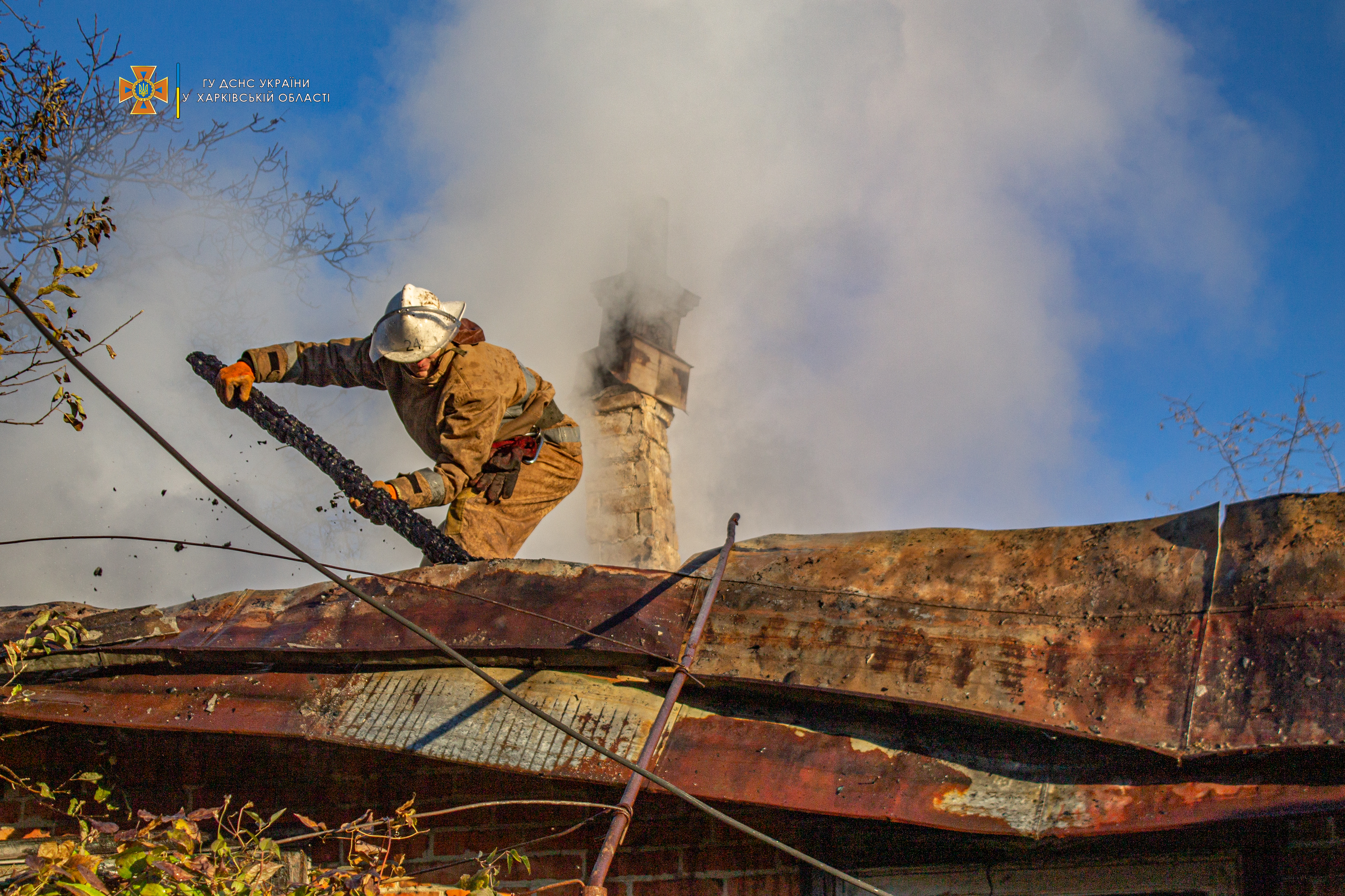 В частном доме на Харьковщине загорелся дом
