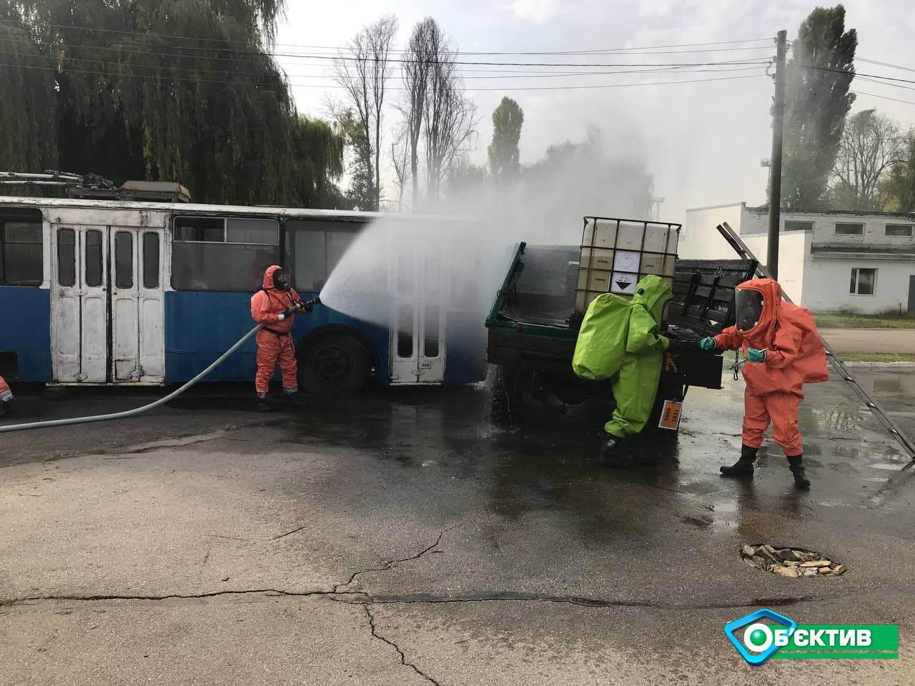 В Харькове спасателей учили реагировать на инциденты с химическим веществами