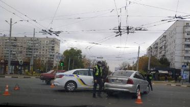 В Харькове копы попали в ДТП (видео)