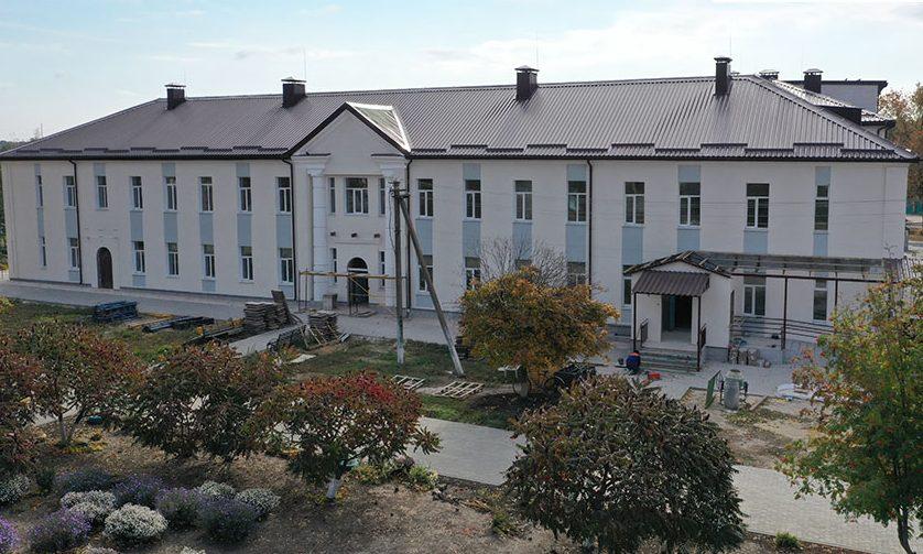 Ремонт в главном корпусе и пищеблоке Близнюковской ЦРБ идет к завершению (фото)